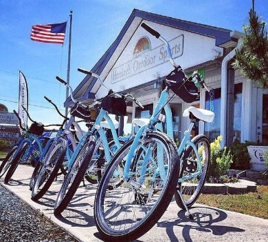 bikes in front of herring's outdoor sports | Coastline Realty Vacations