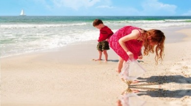 kids looking for shells on beach | Coastline Realty Vacations