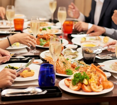 sea food family dinner | Coastline Realty Vacations